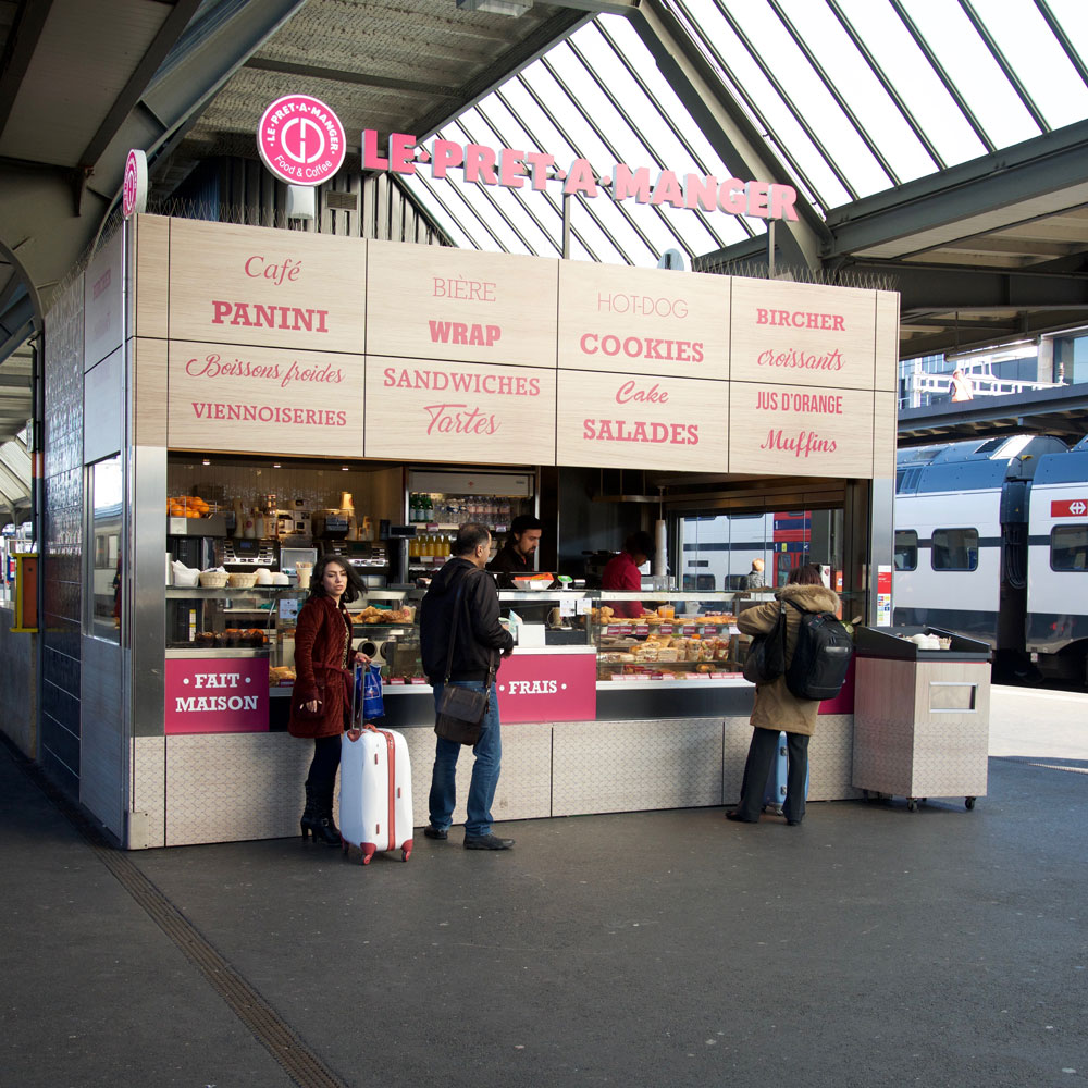 Kiosque sur quai de gare